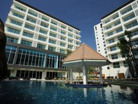 Centara Pattaya Hotel - Pool & Building (Day)